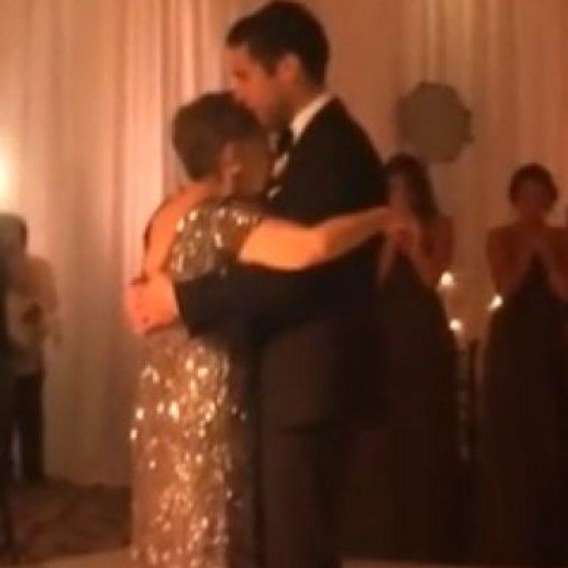5. Mary Ann de cáncer terminal baila por última vez con su hijo Foto:Vía You Tube