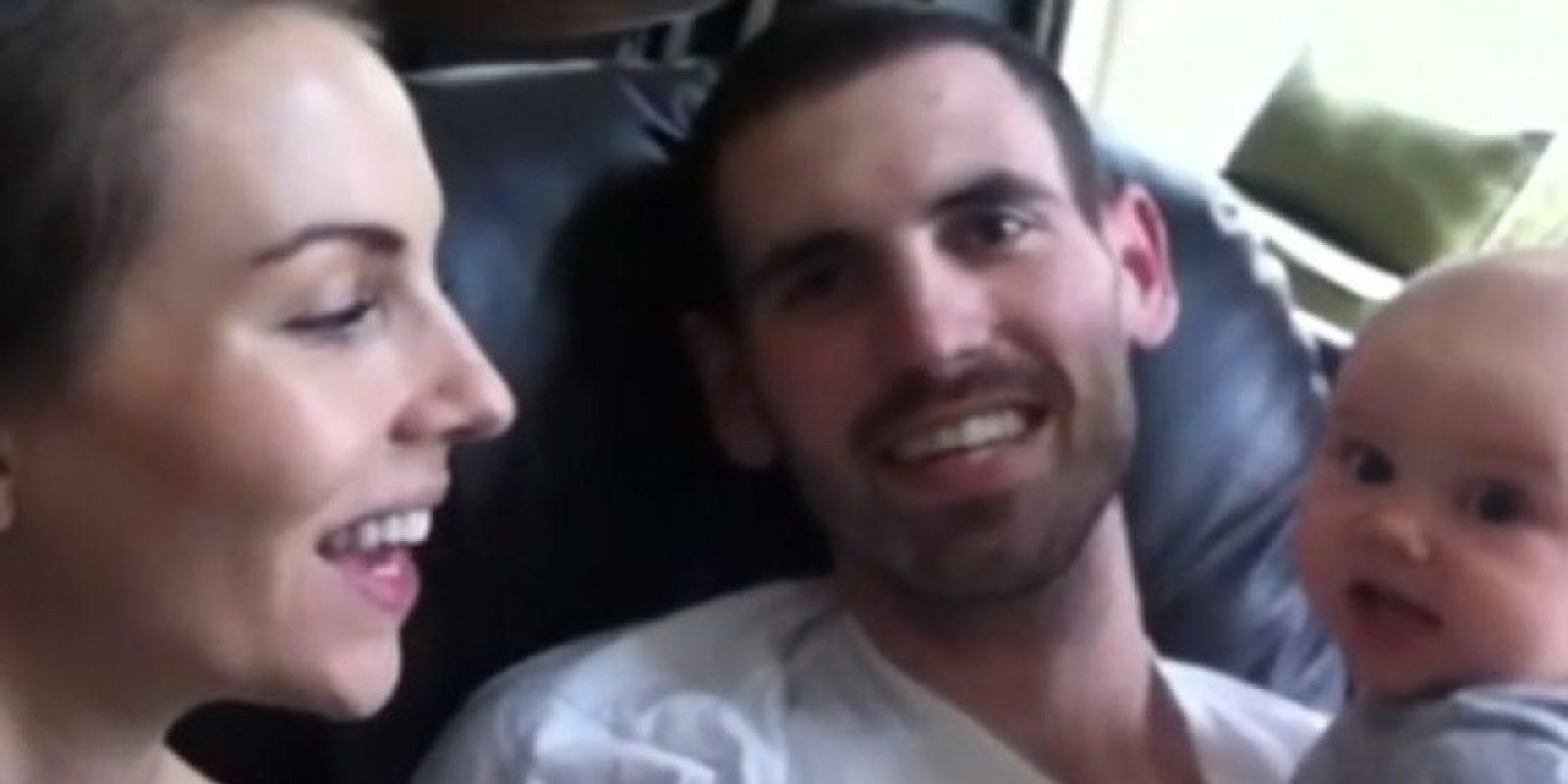 En el video le dice que la ama y que siempre estará con ella Foto:Vía Youtube