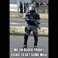 """""""Yo, en el Black Friday, tratando de comprar leche"""" Foto:Instagram"""