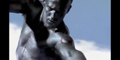 Jason Statham – 'Run to the sun' de Erasure. Antes de ser un héroe de películas de acción, Jason Statham fue modelo y mostró sus dotes de bailarín en este video de Erasure. Foto:YouTube