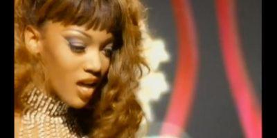 Tyra Banks – 'Too Funky' de George Michael: Antes de ser una top model, de protagonizar películas y de tener su propio reality, Tyra Banks fue presentada al mundo por George Michael en este video, cuando él estaba en la cima de su carrera. Foto:YouTube