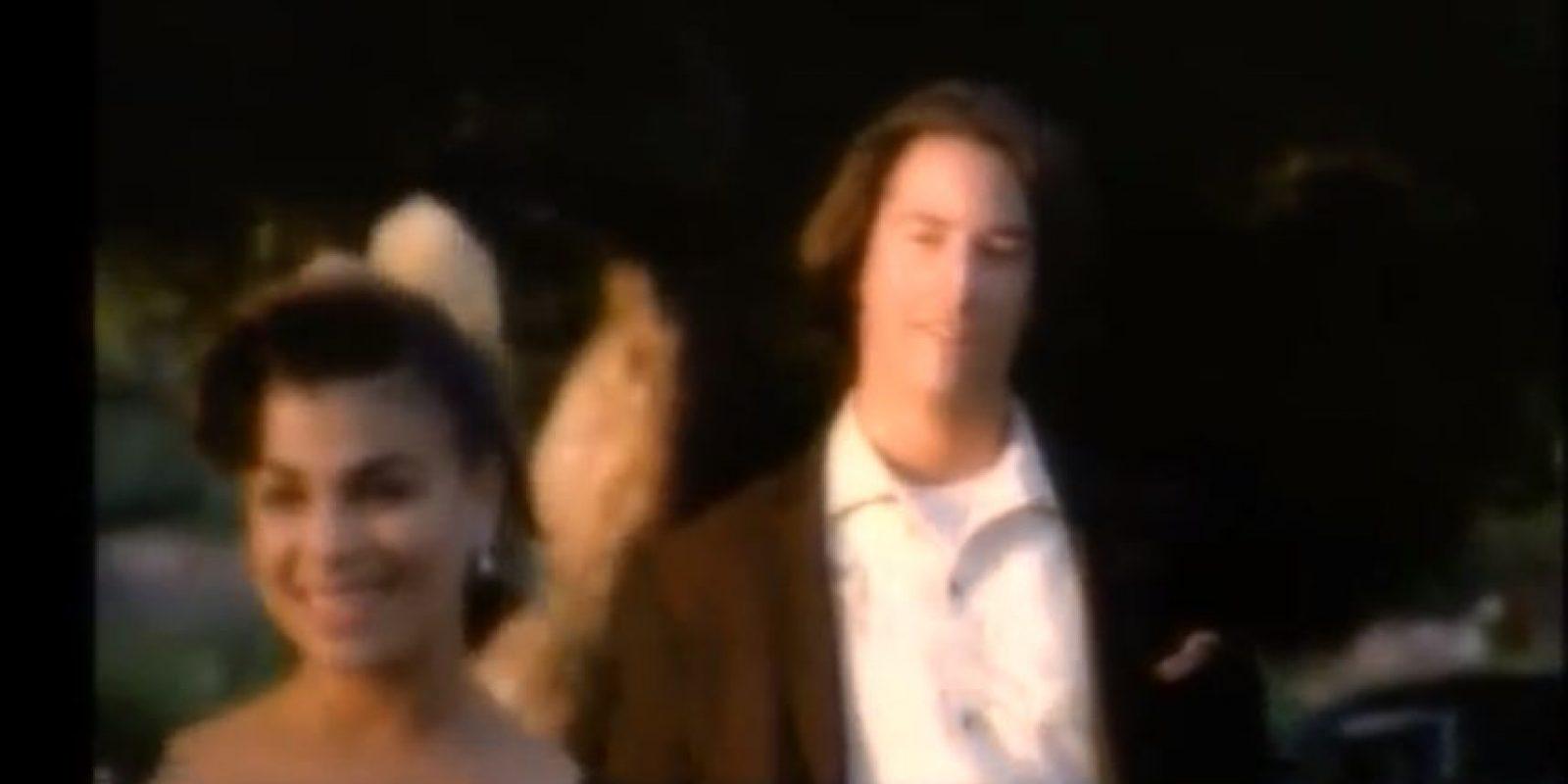 Keanu Reeves – 'Rush, Rush' de Paula Abdul: Antes de ser 'el elegido' un Keanu Reeves en sus 20's fue el compañero romántico de Paula Abdul en el video de Rush, Rush. Paula estaba en el mejor momento de su carrera, mientras que de Keanu no sabíamos mucho (hasta el momento).  Foto:YouTube