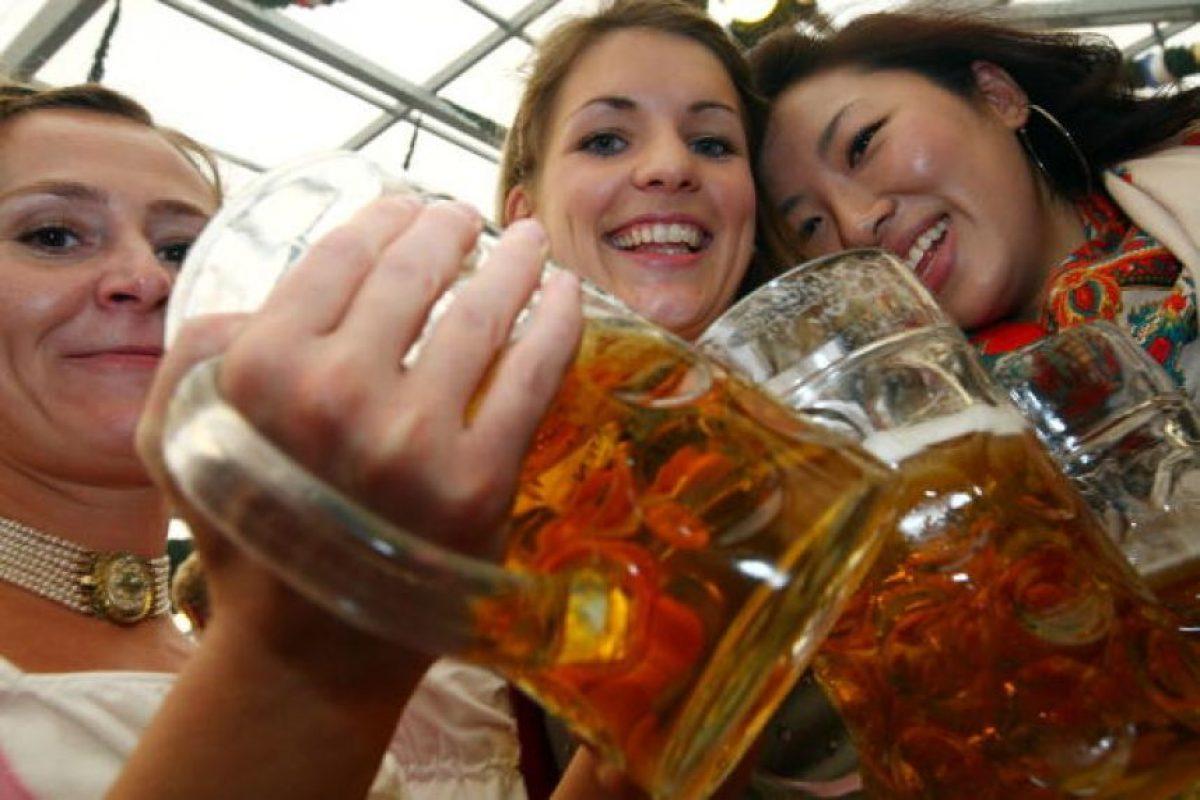 4. El consumo de alcohol provoca defunción y discapacidad a una edad relativamente temprana. Foto:Getty Images