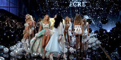 Es un desfile de moda patrocinado por Victoria's Secret, que lo utiliza para promocionar sus productos Foto:Getty Images