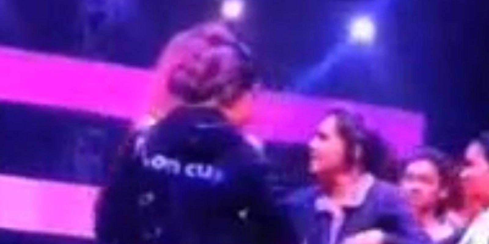 Fue abofeteada en vivo. Foto:Youtube.