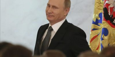 El presidente ruso, Vladímir Putin (c), se dispone a pronunciar el discurso anual sobre el estado de la nación ante el Parlamento en pleno, hoy en Moscú. EFE