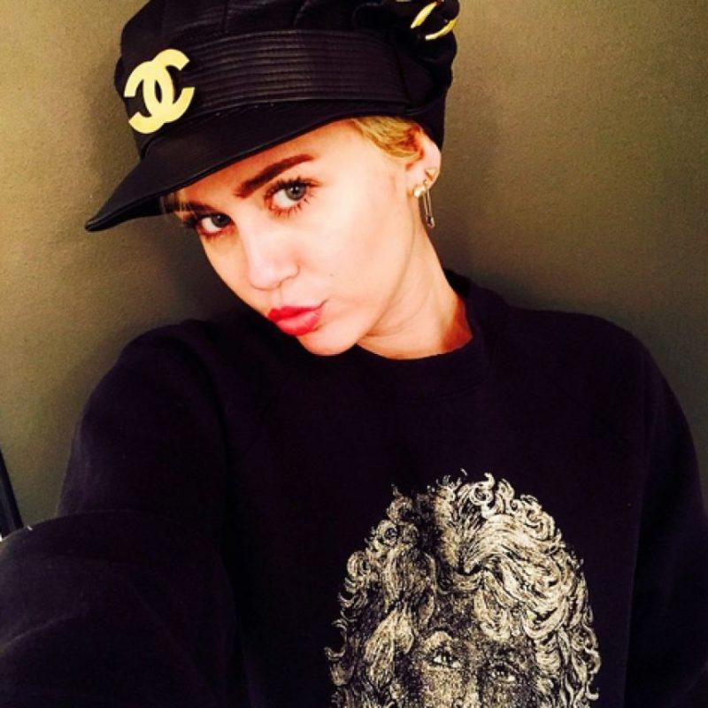 """Su primer álbum de estudio bajo su propio nombre, titulado """"Meet Miley Cyrus"""" Foto:Instagram @mileycyrus"""