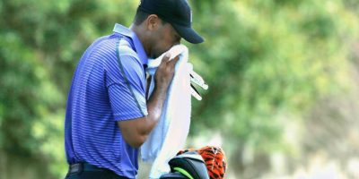 Woods vomitó en el torneo Hero World Challenge debido a laringitis. Foto: Getty Images