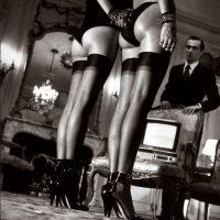 No, moda. Helmut Newton es un fotógrafo de moda que hace este tipo de editoriales. Foto:Helmut Newton