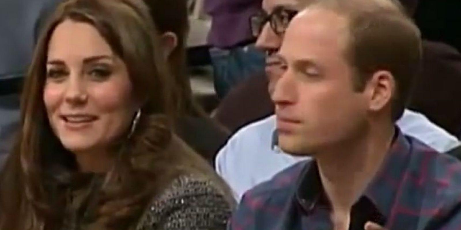 Entraron a la duela ante la mirada curiosa de los asitentes Foto:NBA Highlights