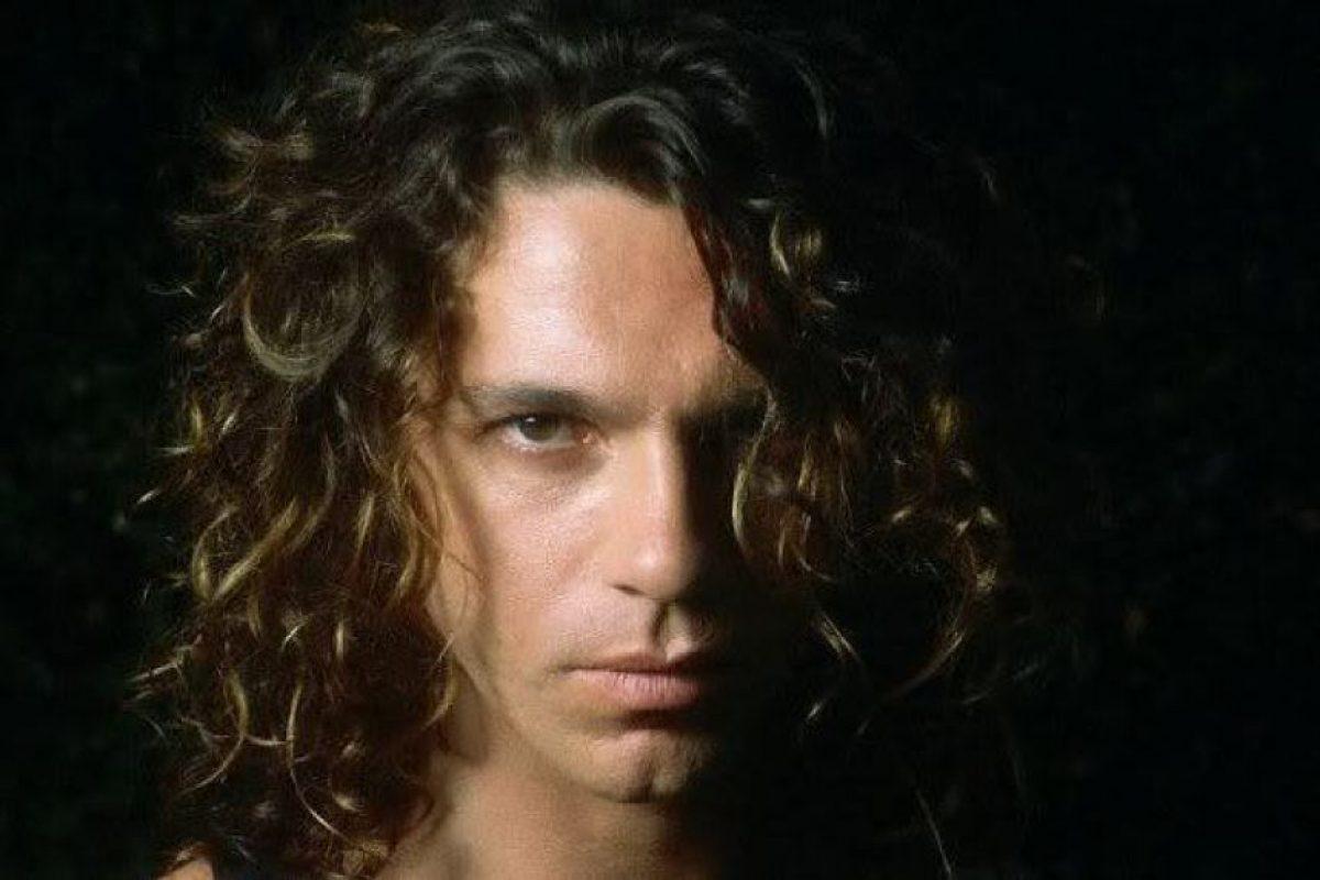 Michael Hutchence – INXS: El líder de la banda australiana murió ahorcado en un hotel. Al parecer era una practica sadomasoquista.