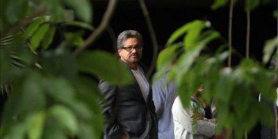 El jefe del equipo negociador de las FARC en los diálogos de paz con el Gobierno colombiano, Luciano Marín Arango, alias Iván Márquez, fue registrado a su llegada al Palacio de Convenciones de La Habana (Cuba). EFE