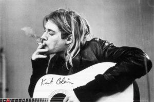 """Kurt Cobain – Nirvana: Hace 20 años, el 8 de abril de 1994, fue encontrado el cuerpo sin vida de Kurt Cobain en un garaje de su casa de Seattle, luego de que su esposa Courtney Love lo hubiera reportado como desaparecido un par de días antes. Se estima que llevaba tres días muerto cuando fue encontrado con una herida de bala en la cabeza junto a una nota de suicidio que decía: """"Por favor, Courtney, sigue adelante. Por Frances. Por su vida, que va a ser mucho más feliz sin mí. los quiero, ¡los quiero!"""". Cobain tenía 27 años."""