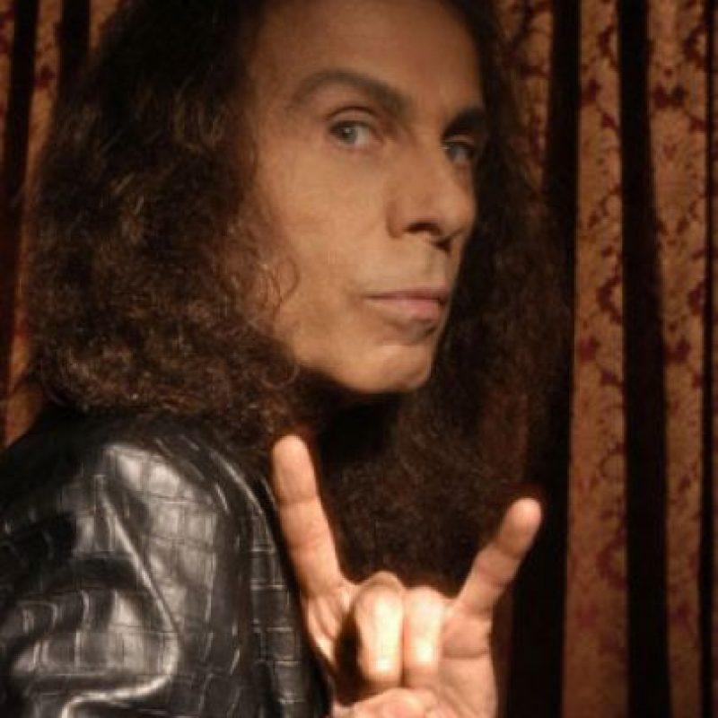 Ronnie James Dio – Black Sabbath El 16 de mayo de 2010 Dio, considerado uno de los grandes genios del Heavy Metal falleciió, víctima del cáncer.