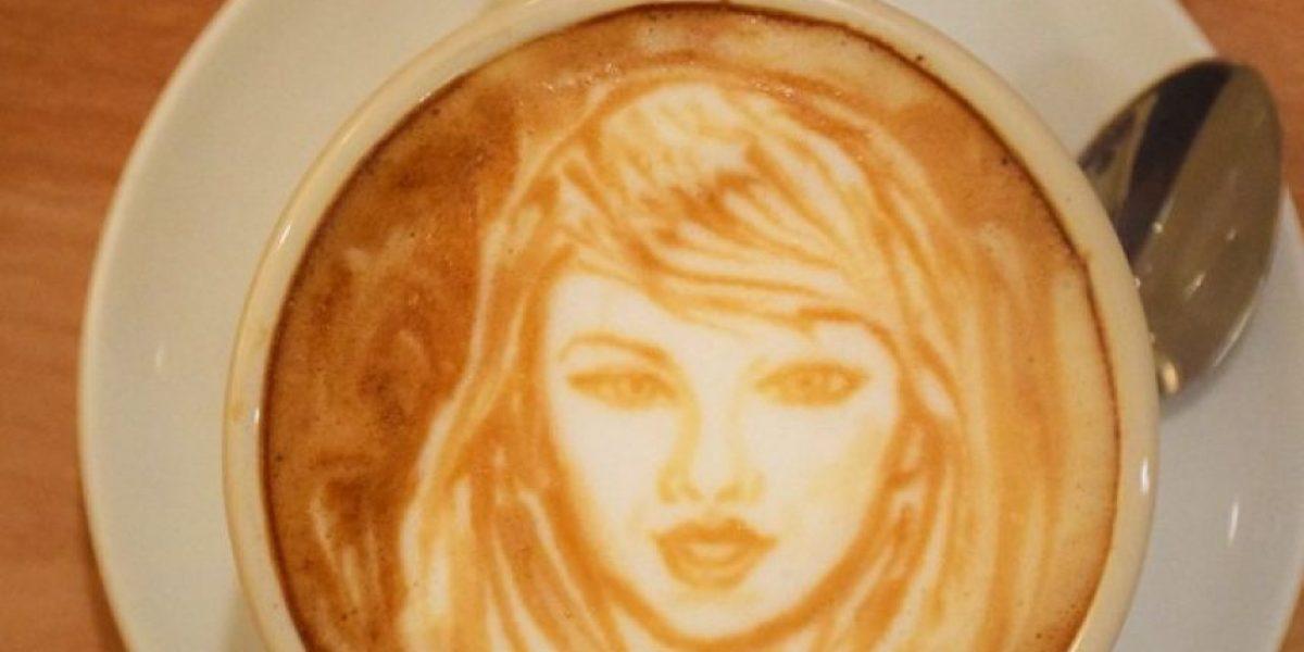 FOTOS: Este artista dibuja a los famosos en la espuma del café