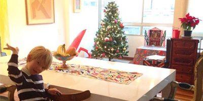 Manuela González no se cambia por nadie con el hijo de su novio y su árbol de Navidad. Foto:Instagram