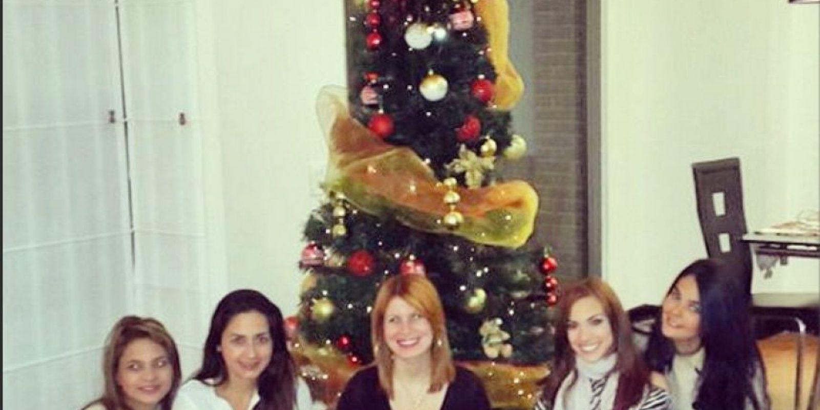 Eileen Roca armó el arbolito junto a sus amigos. Foto:Instagram