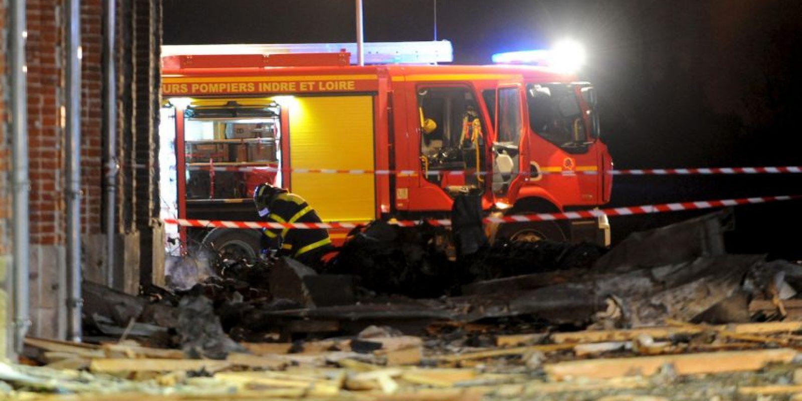 Un avión se estrelló en un hogar para discapacitados en Francia. Según reportó BBC, tras el accidente del avión de la fuerza aérea francesa falleció una persona mientras que otra resultó herida. Foto:AFP