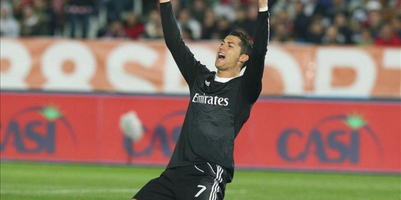 El jugador del Real Madrid, Cristiano Ronaldo, celebra un gol contra el Almería. EFE