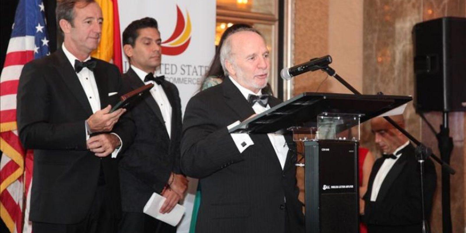 Laureano García (c), vicepresidente de Efe News, habla durante la trigésimo cuarta gala de la Cámara de Comercio España-EE.UU. que se lleva a cabo este 13 de diciembre 2014, en Coral Gables, Florida (EE.UU.). EFE