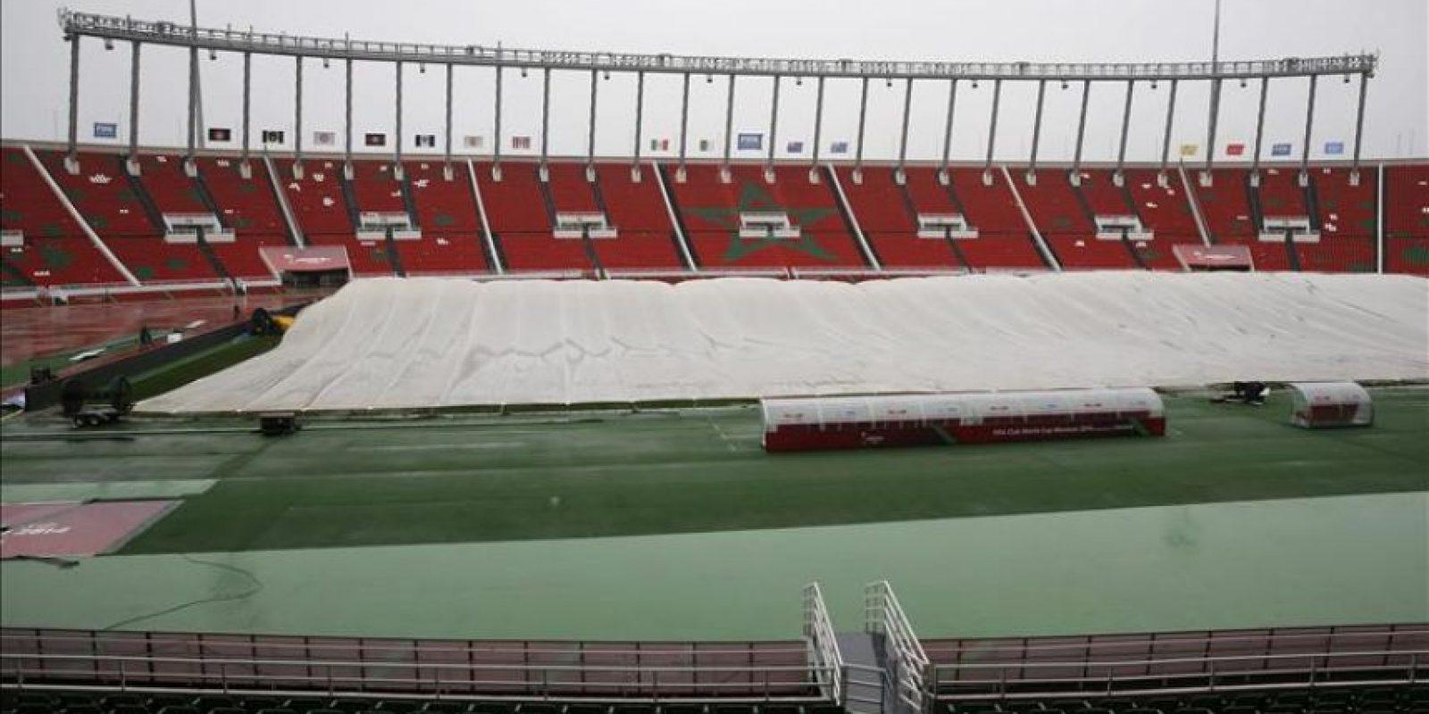 El mal estado del terreno de juego del estadio Moulay Abdellah, que debía acoger el martes la semifinal del Mundial de Clubes entre Real Madrid y Cruz Azul mexicano, ha provocado el cambio de sede a Marrakech, según confirmó a EFE la FIFA. EFE