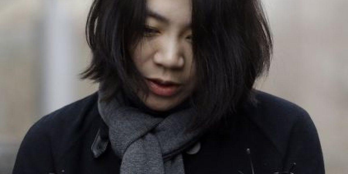 Exejecutiva de aerolínea visita empleados que insultó por nueces