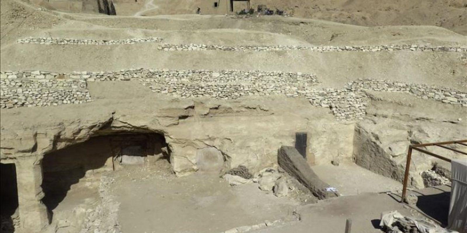 """Patio de la tumba del visir Amen-Hotep Huy, de la misión arqueológica española titulada """"Devolver el alma al antiguo egipto"""", que hoy cierra su campaña de 2014, y que cuenta con Teresa Bedman como codirectora. EFE"""