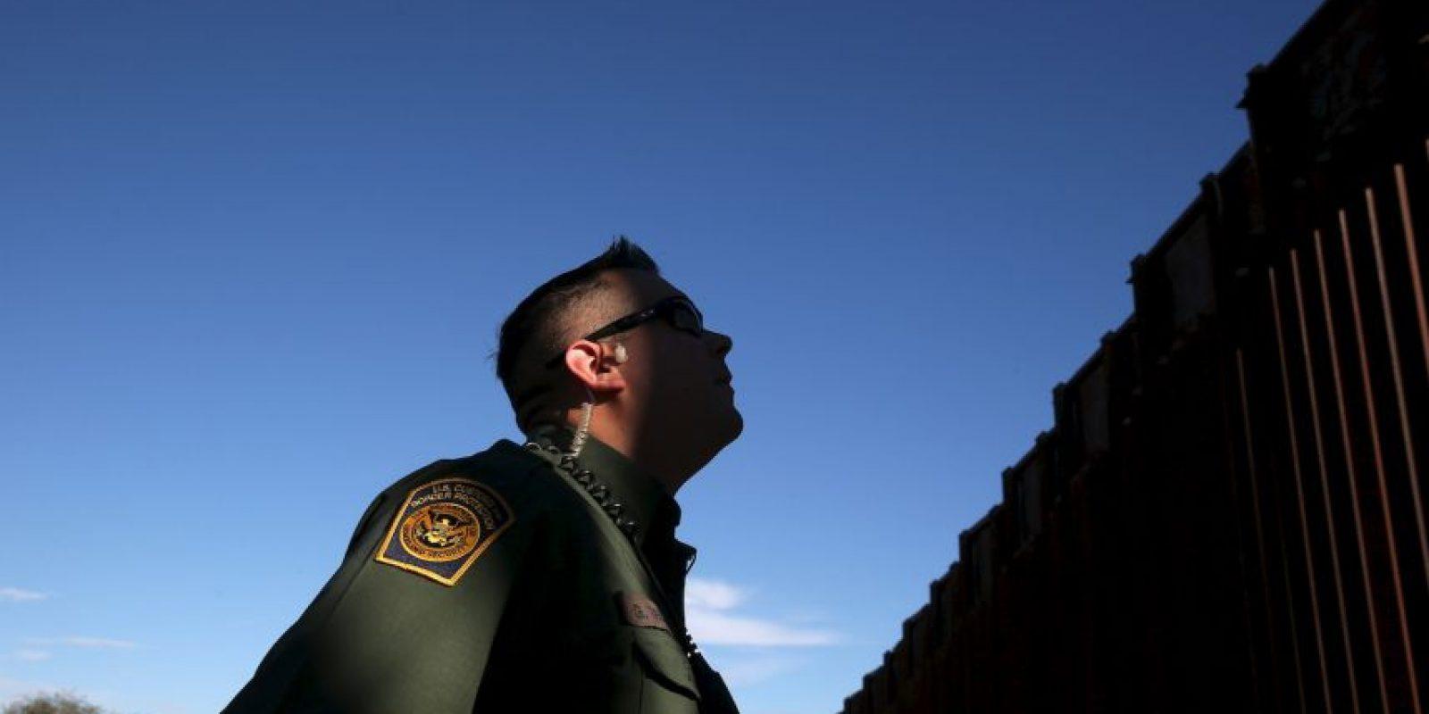 Los países también deben aprobar leyes para desmontar las redes de traficantes, afirmó la OIM. Foto:Getty Images