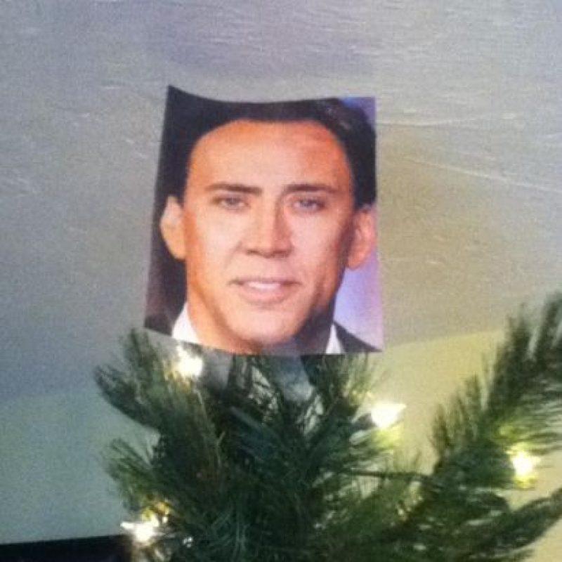 La estrella en la cima del árbol nunca debe faltar… Nicolas Cage es toda una estrella Foto:Know Your Meme