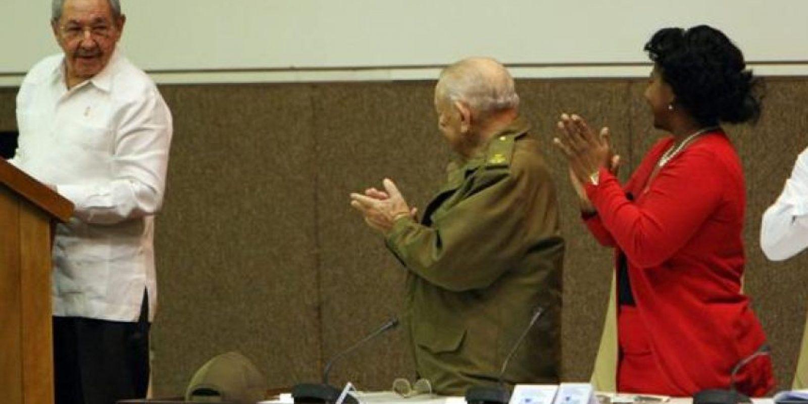 El presidente de Cuba, Raúl Castro (i), asiste a la sesión de clausura de la Asamblea cubana, en La Habana (Cuba). EFE