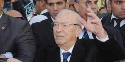 El candidato electoral, Beyi Caid Essebsi, hoy tras votar en un colegio electoral en Túnez. EFE