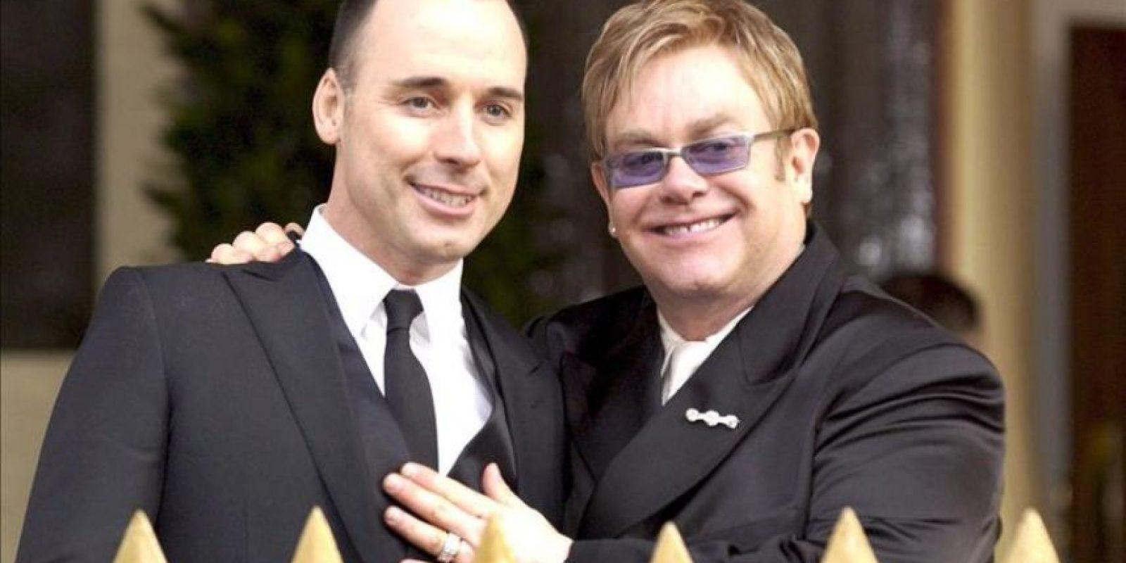 La pareja, que se conoció en 1993 a través de un amigo mutuo, celebra su boda justo nueve años después de haber formalizado, el 21 de diciembre de 2005, su unión civil (en la magen). EFE/Archivo