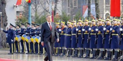 El liberal Klaus Iohannis fue investido hoy nuevo presidente de Rumanía en una ceremonia celebrada en Parlamento de Bucarest un mes después de su victoria en las elecciones presidenciales del país.