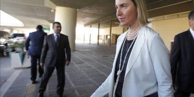 La alta representante de la UE para la política exterior, la italiana Federica Mogherini, llega al aeropuerto de Bagdad en Irak, hoy, lunes 22 de diciembre de 2014. Moguerini visita Irak y su región del Kurdistán. EFE