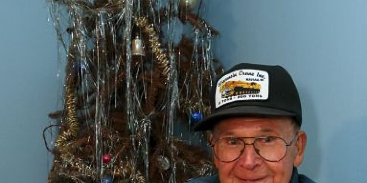 ¡Insólito! Este hombre no ha quitado el árbol navideño en 40 años