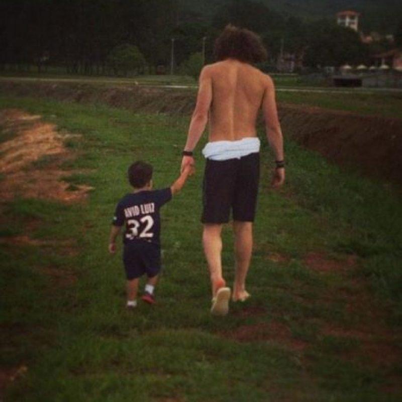 Luiz en compañía de su sobrino. Foto:twitter.com/DavidLuiz_4