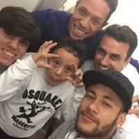 Neymar se divierte con su familia. Foto:twitter.com/neymarjr