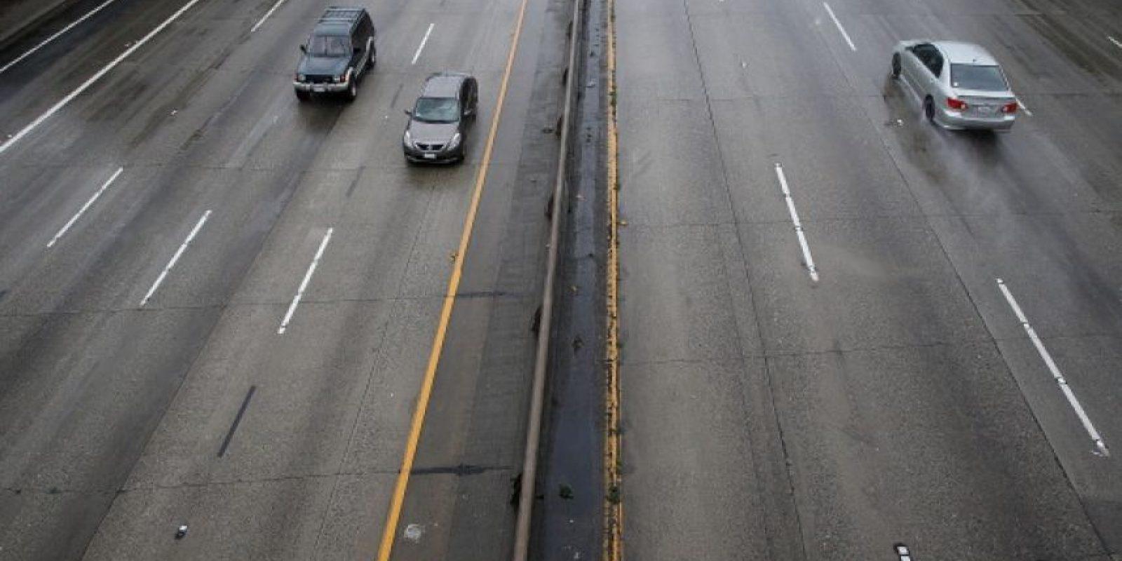 Evite a toda costa las distracciones mientras conduce, pues la menor de ellas puede provocar accidentes de gravedad Foto:Getty Images