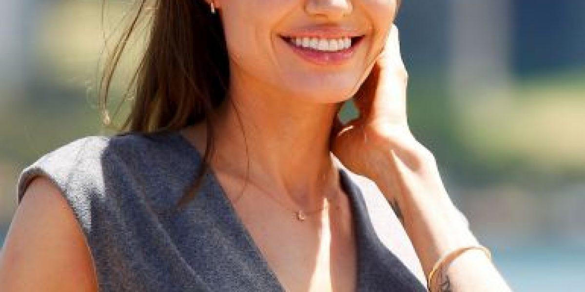 FOTOS: Filtran imágenes de Angelina Jolie en topless cuando tenía 19 años