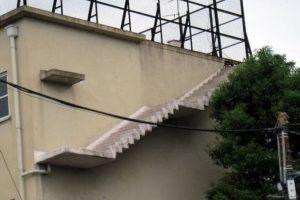 Estas escaleras que no dan a ninguna parte