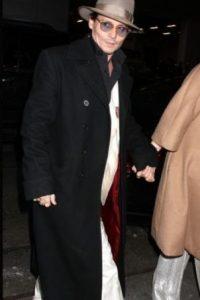 """Después de darse cuenta que tenía un problema, Johnny puede ser visto viajando con un acompañante que lo ayuda a mantenerse sobrio. El problema de Johnny siempre ha sido la moderación. No puede tomar sólo una"""", agregó una fuente. Foto:Getty Images"""