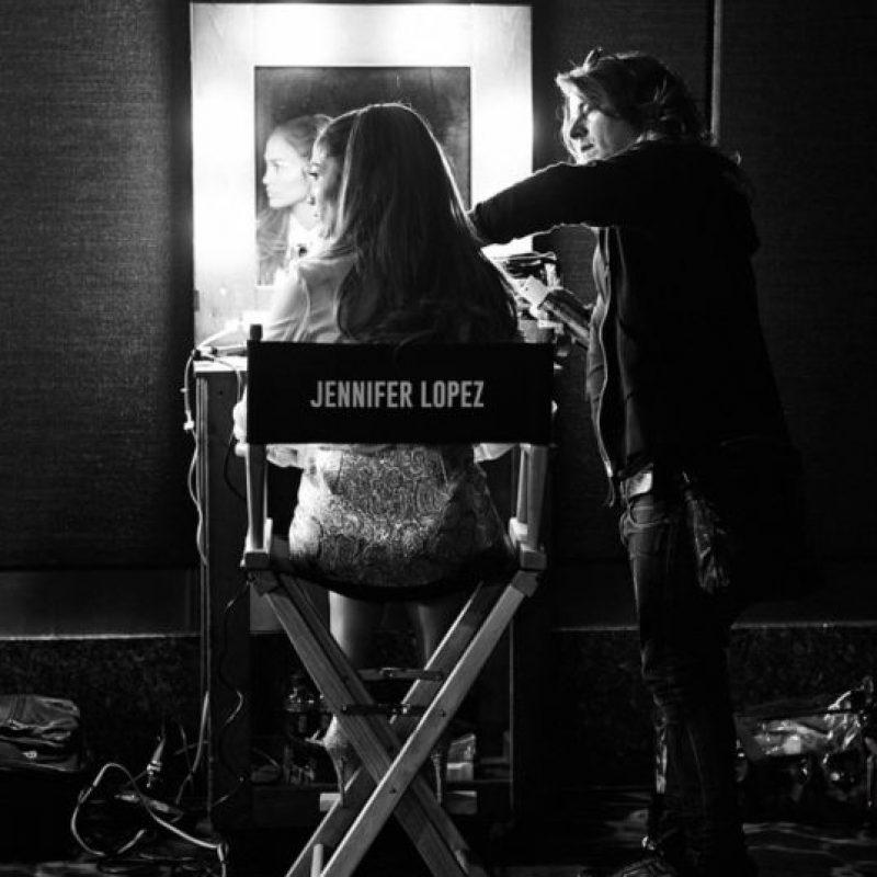 """""""Recuerdo estar en el plató, en mi camerino, sintiendo que no podía levantarme por las mañanas. No hay dolor como ese. No hay dolor o fracaso comparable al de un divorcio. Esa esperanza, ese cuento de hadas… la primera vez que ese sueño estalla en pedazos sientes que te vas a morir. Sientes que has fallado. Sientes que no importa cuánto lo hayas intentado, no podías hacer que saliera bien"""", mencionó López en su documental de HBO Foto:Instagram/JLo"""