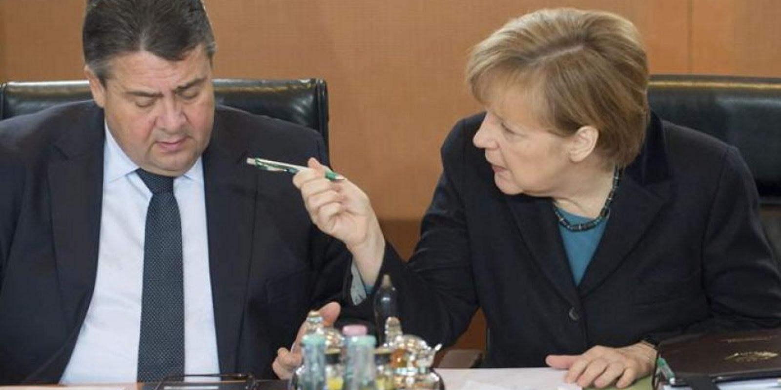 La canciller alemana, Angela Merkel (dcha), y el ministro de Economía y Energía, Sigmar Gabriel. EFE/Archivo