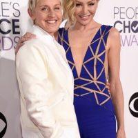 Ellen y Portia saben lucir vestidos en un solo tono. Una, como siempre, masculina. La otra, con un vestido azul Klein art decó. Foto:Getty Images