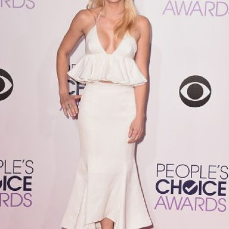 Anna Faris, con volados en blanco desfavorecedores. Foto: Getty Images