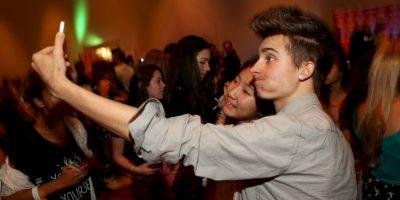El estudio asegura que los hombres que son adictos a las selfies son más narcisistas y psicópatas. Foto:Getty Images
