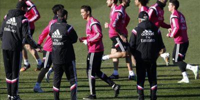 La plantilla del Real Madrid se ha entrenado hoy en Valdebebas de cara a preparar el encuentro de Liga que disputarán este sábado en el Santiago Bernabéu frente al Espanyol, donde buscarán la victoria tras perder los tres últimos partidos disputados ante Milan, Valencia y Atlético de Madrid. EFE/