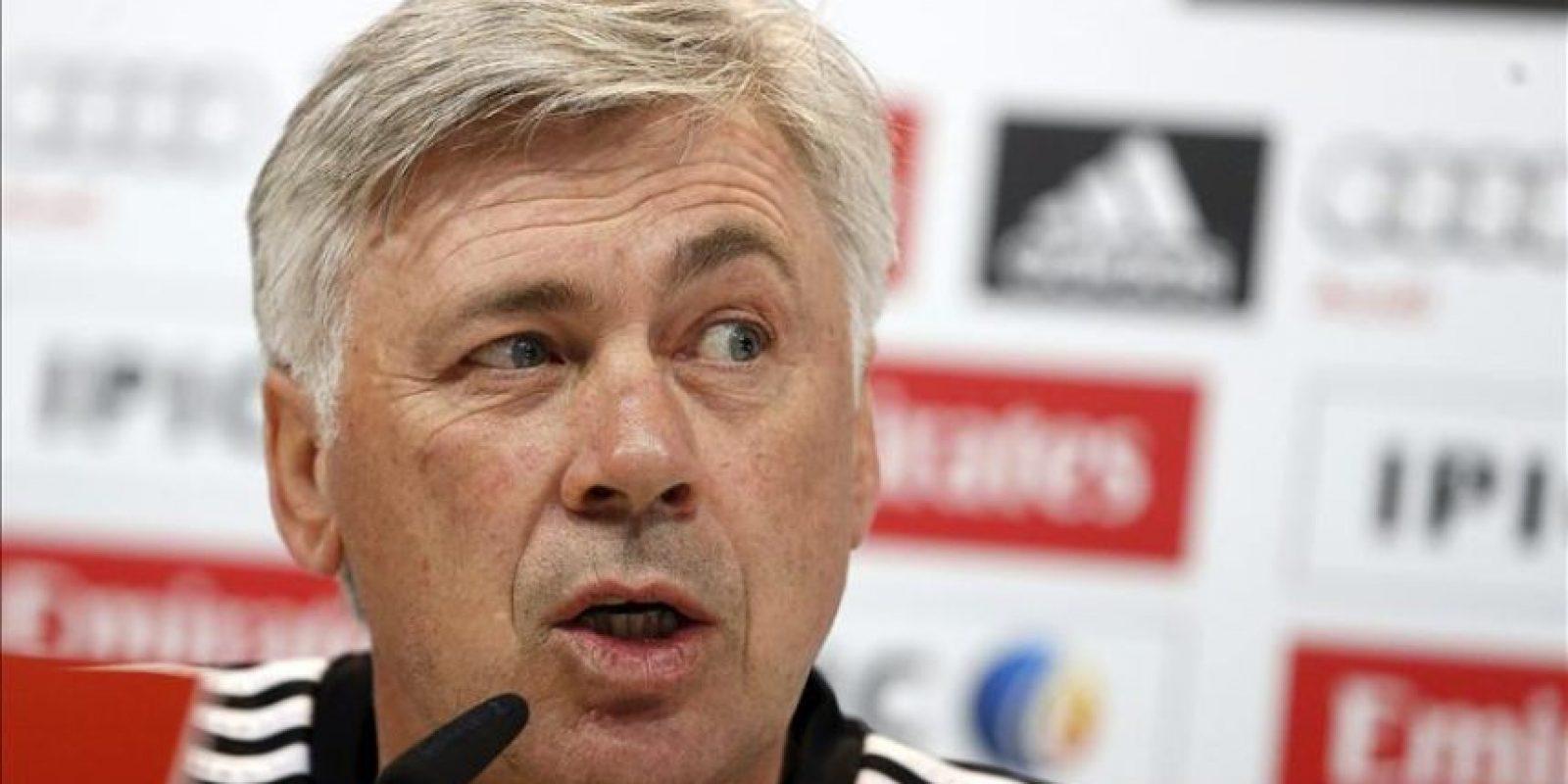 El técnico del Real Madrid, Carlo Ancelotti, hoy en la rueda de prensa que ofreció tras el entrenamiento. EFE