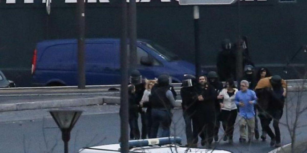 Doble toma de rehenes concluye  con muerte de tres yihadistas