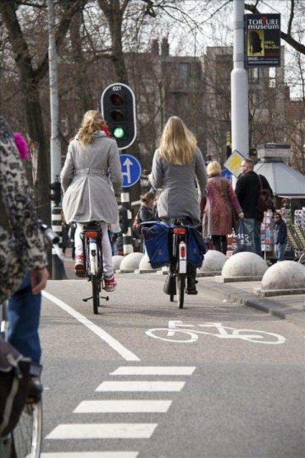 """Imagen incluida en el libro """"Los holandeses y sus bicis"""" de Shirley Agudo, fotógrafo estadounidense afincada en Holanda. EFE/"""